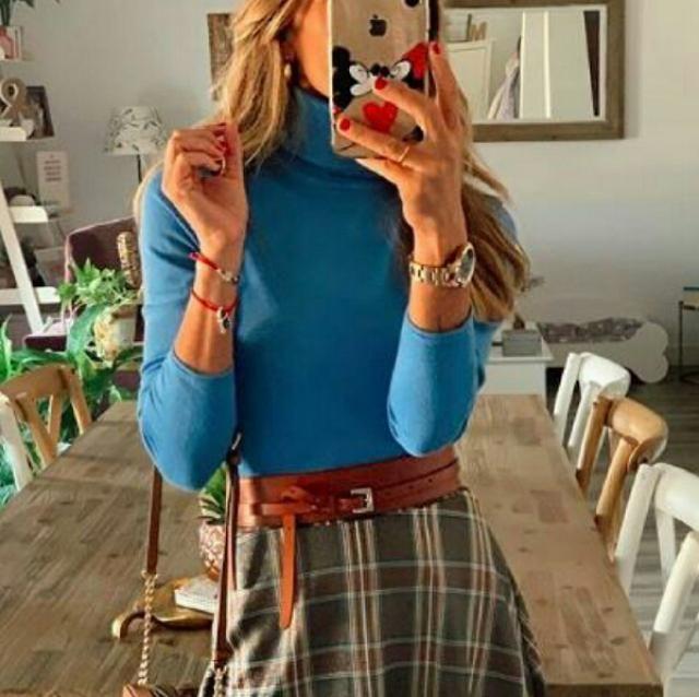 I love a bright feminine simple everyday style