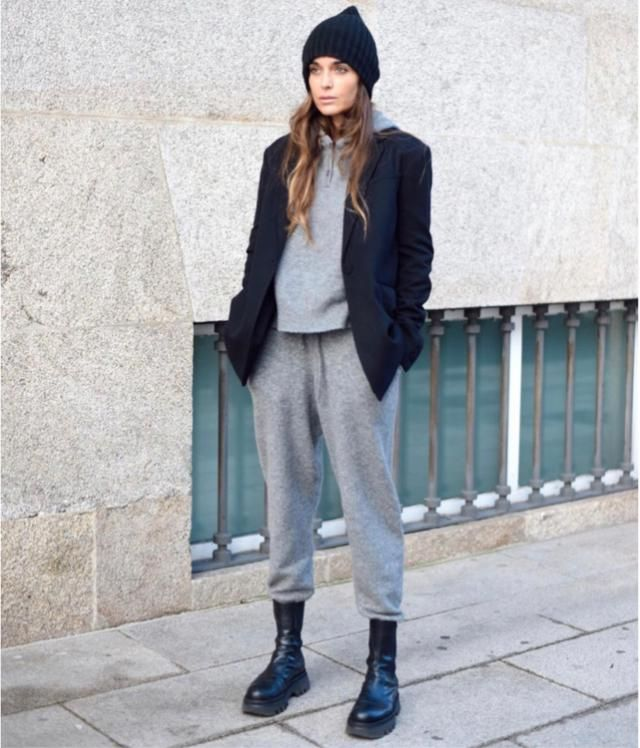 Black and gray go along pretty well for your ootd