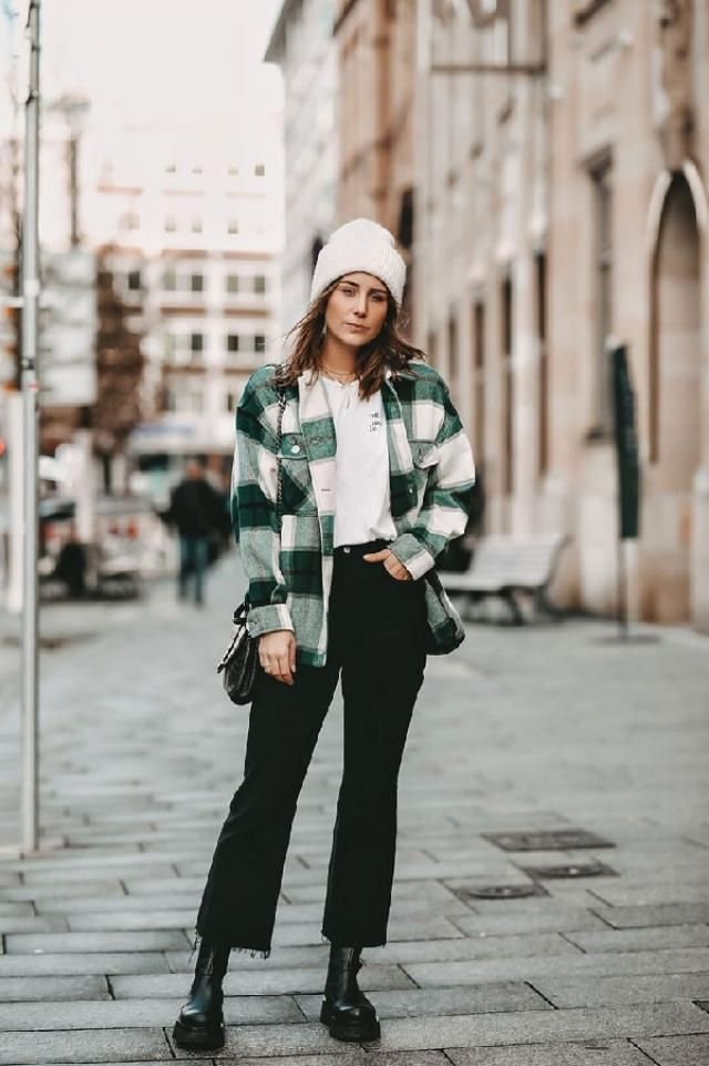 The plaid pockets coat is always a classic, and it is a must-have item in the wardrobe.