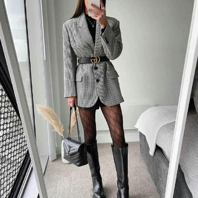 I love how she styled her long plaid blazer