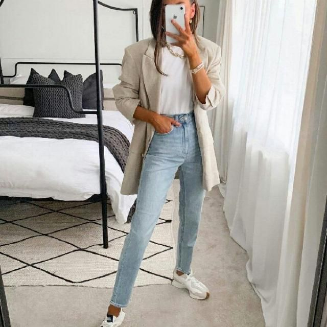 I love the look of this long blazer and denim jeans it's chic and casual
