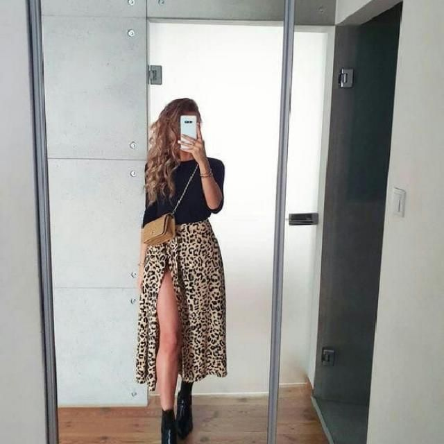 I am obsessed with leopard skirts, as I find it to be one of the best for casual chic style