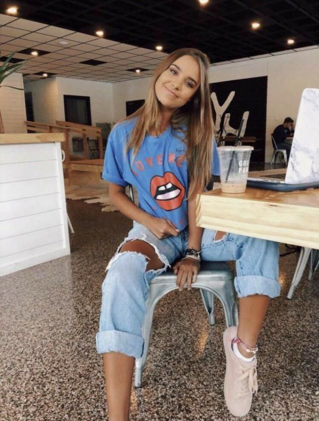 graphic tee & ripped jeans