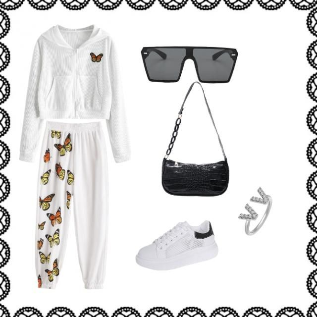 This classic casual look is great for any day. Dress up by some Dolce&Gabbana, sunglasses, rings and a clas…